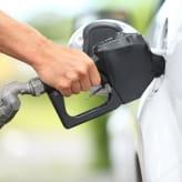 ガソリンが格安に給油できる!?4枚のおすすめクレジットカード!